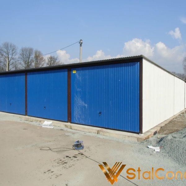 Plechová garáž 9x8 so spádom strechy dozadu RAL 9010