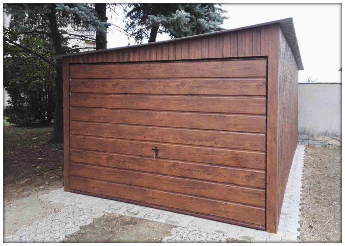 Plechová garáž – s bočným spádom strechy – 3x5, matný orech